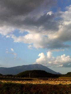 麓と 頂上の岩手山