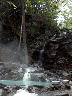 山の温泉にて。